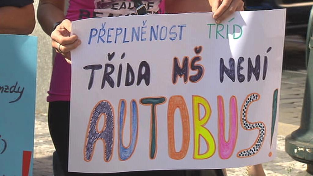Protest před ministerstvem školství
