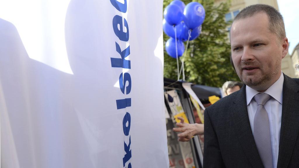 Petr Fiala přišel pozdravit účastníky blokády ministerstva školství