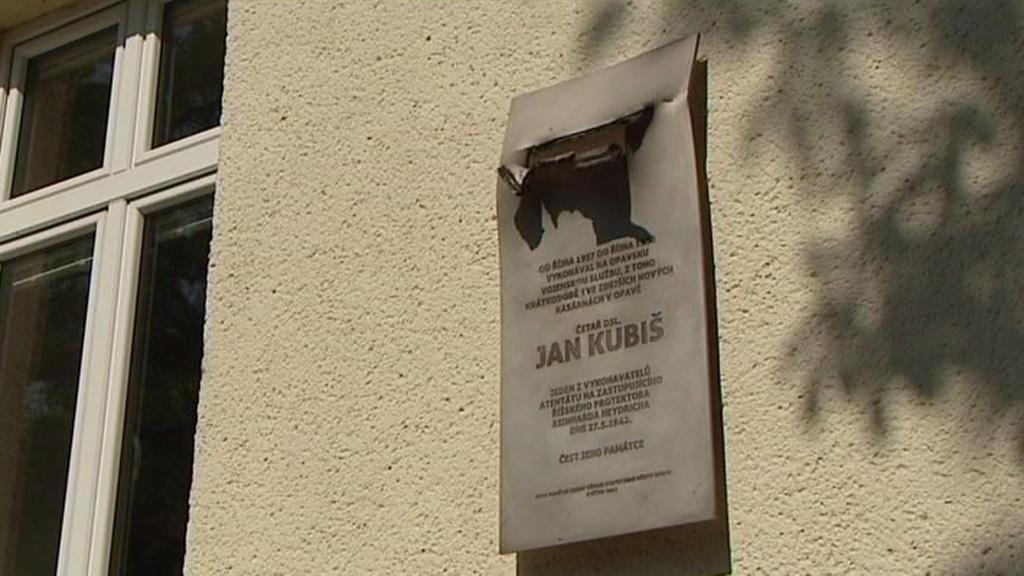 Pamětní deska Jana Kubiše v Opavě