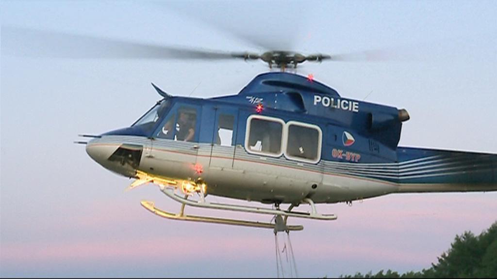Do hašení se zapojil i policejní vrtulník