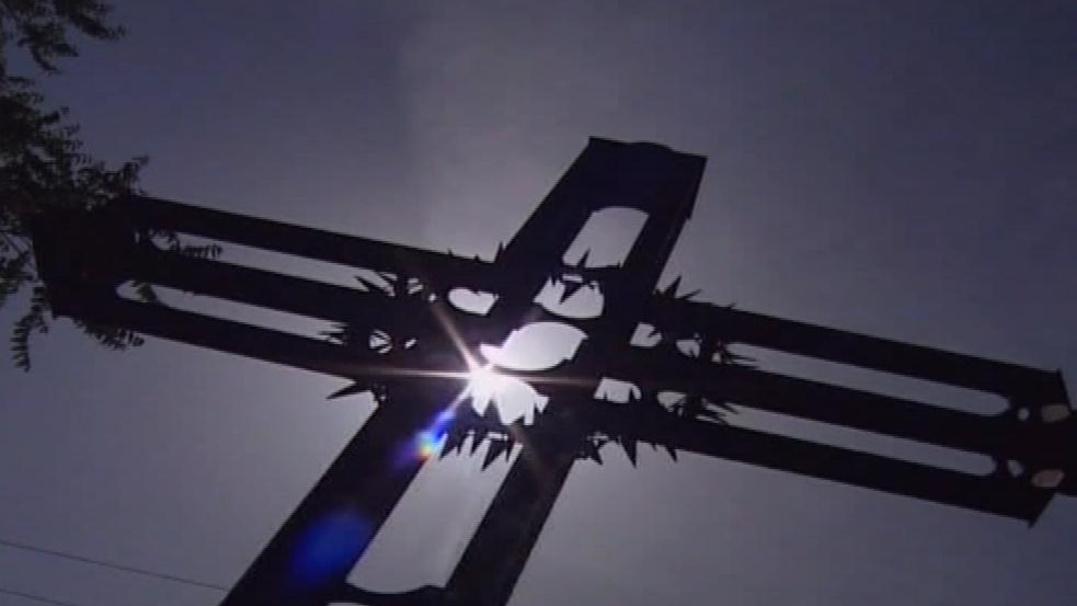 Kříž na místě hromadného hrobu v Pohořelicích
