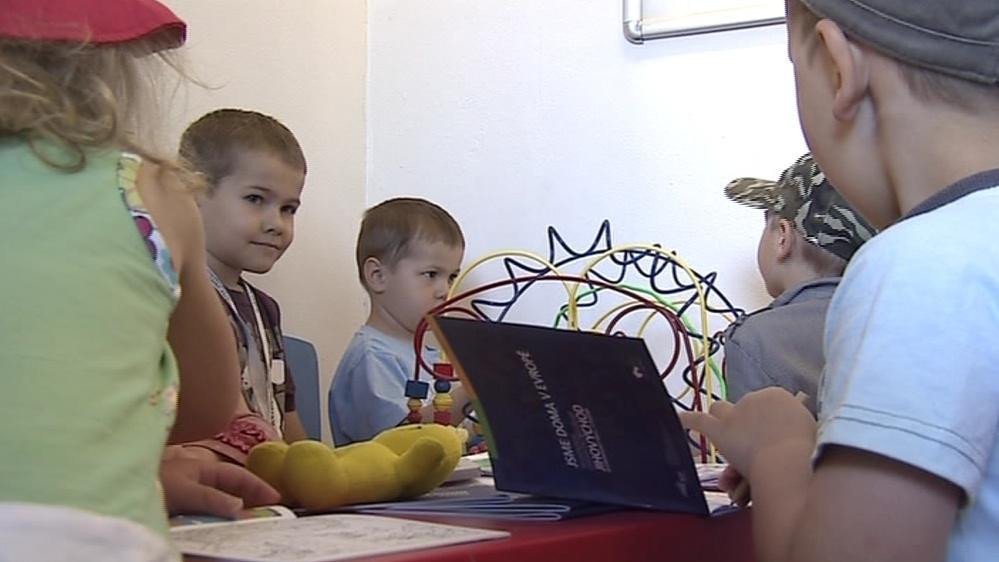 Dětem má čekání zkrátit dětský koutek
