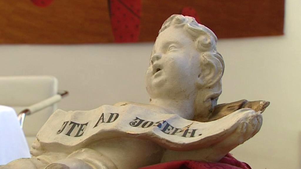 Socha anděla z kostela v Březové u Vítkova