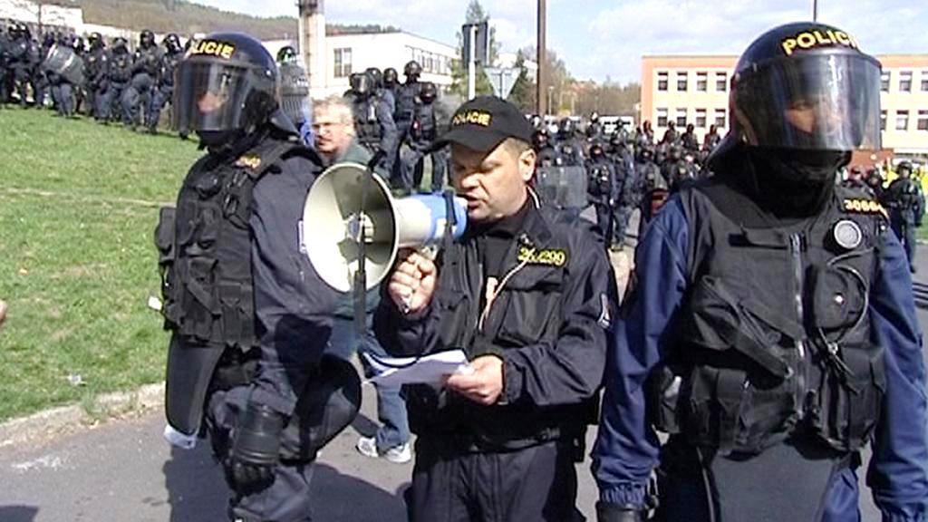 Příslušníci pořádkové jednotky