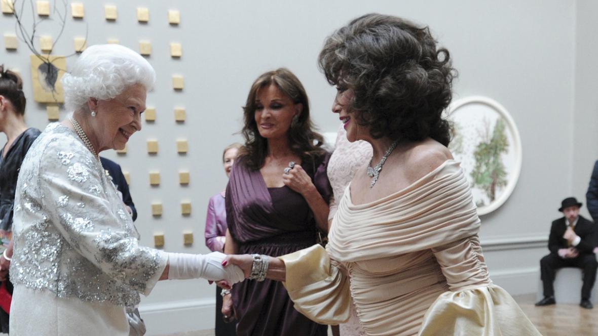 Alžběta II. a Joan Collinsová