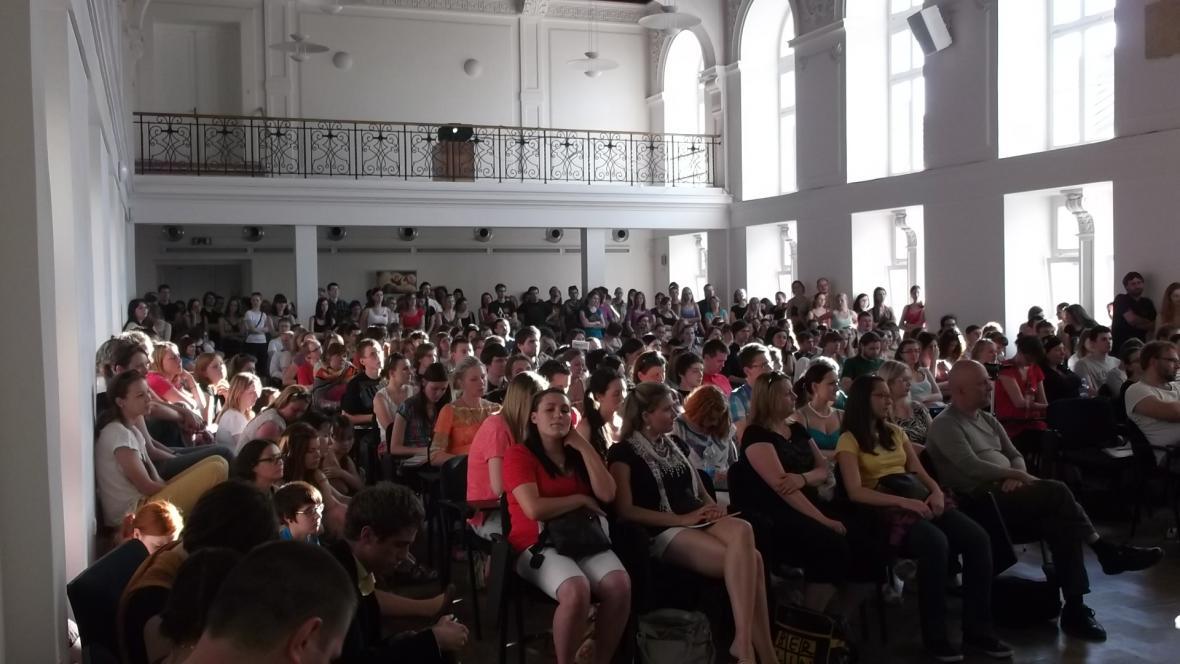 Účastníci zaplnili celý sál, řada z nich celé dvě hodiny stála