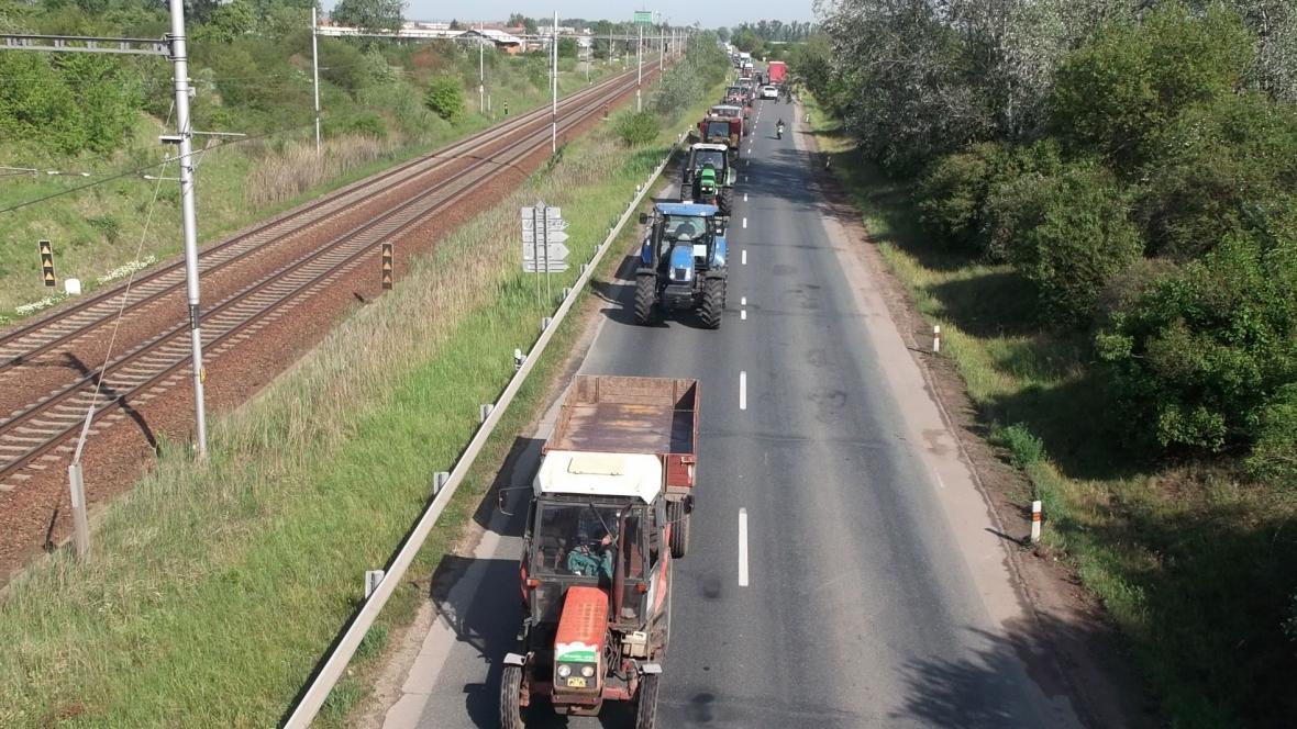 Kolona zemědělců na Břeclavsku