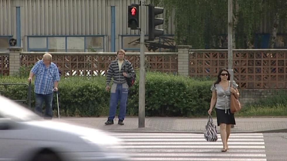 Chodci si s červenou starosti nedělají