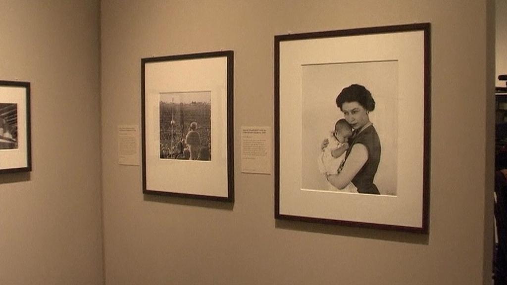 Alžběta II. / Z výstavy v National Portrait Gallery v Londýně