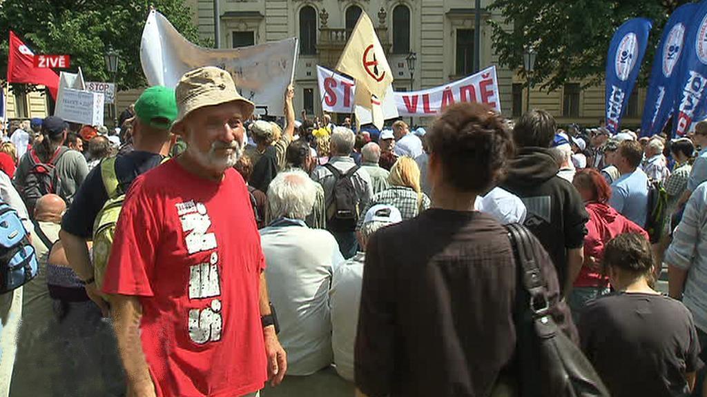 Demonstrace před Úřadem vlády