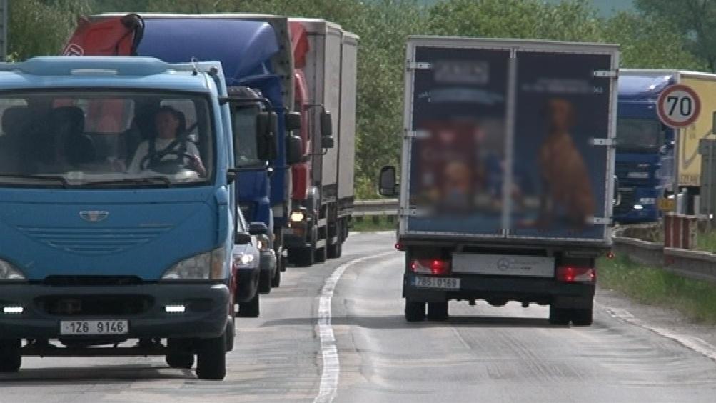 Těžké vozy ničí mosty i silnice