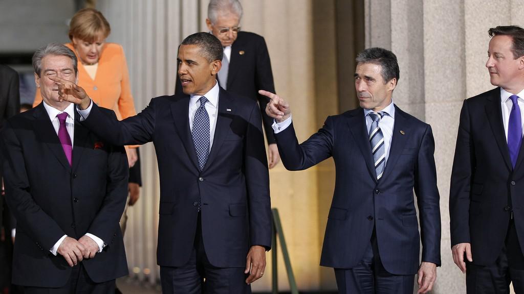 Albánský prezident Bamira Topi, Barack Obama, generální tajemník Anders Fogh Rasmussen a David Cameron