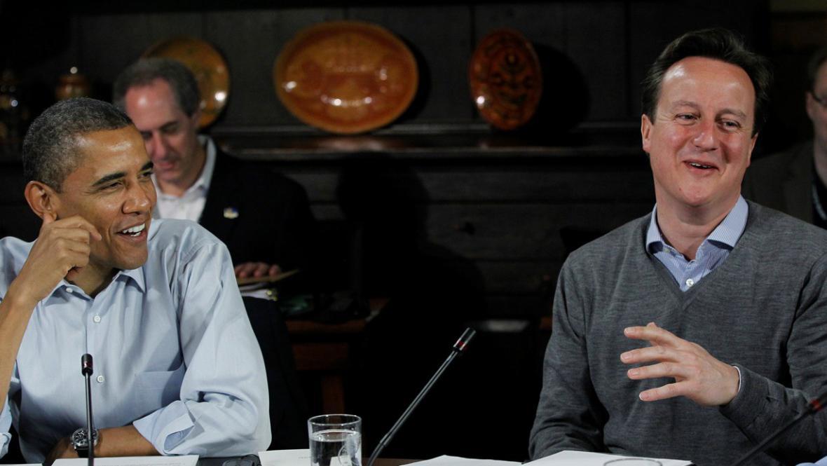 Barack Obama a David Cameron na summitu zemí G8