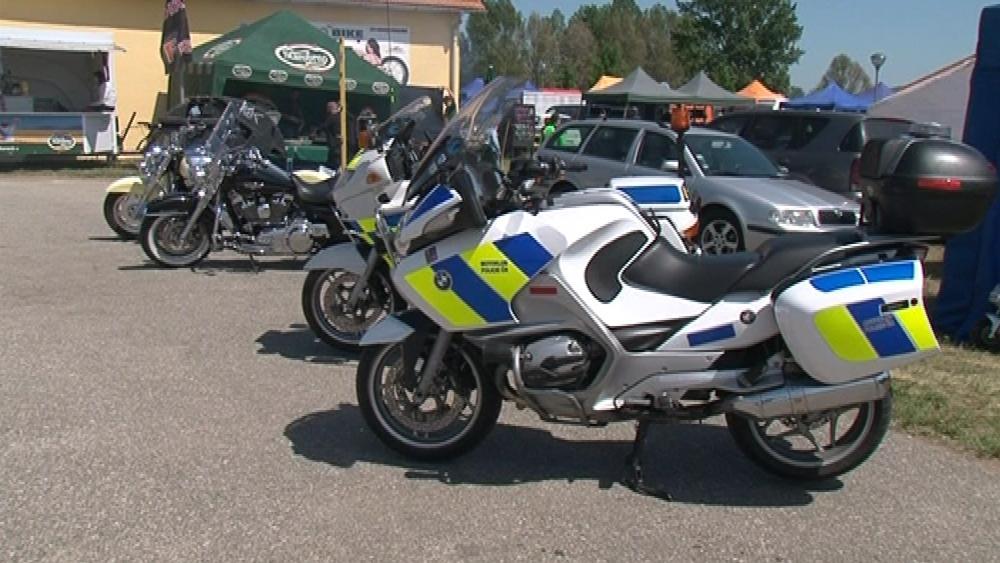 Na setkání motorkářů dorazili také policisté se svými stroji