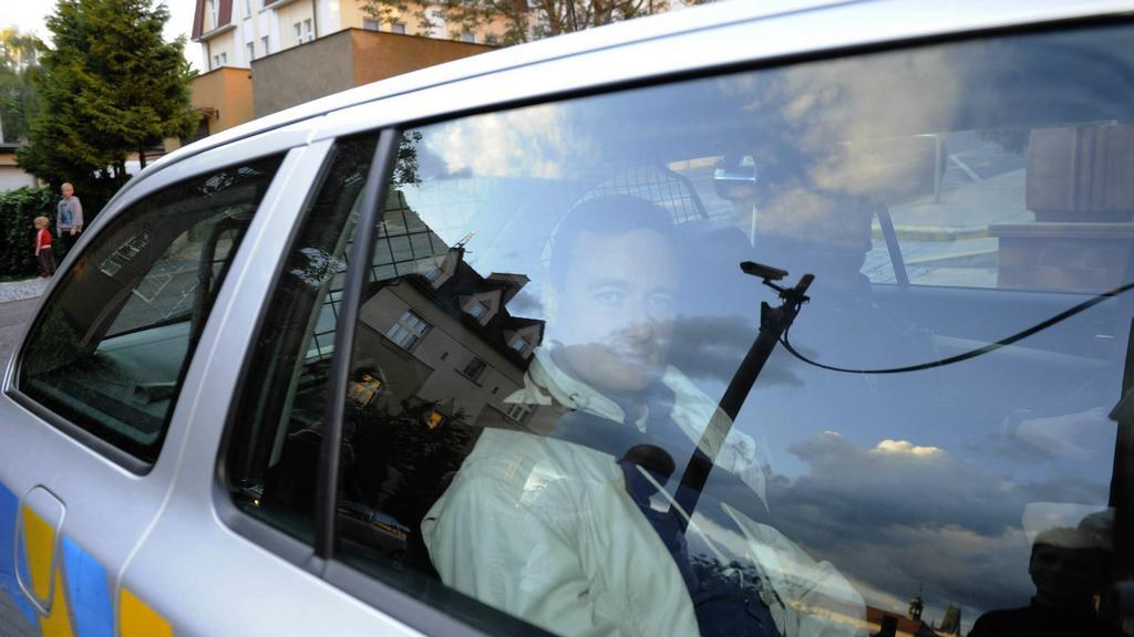 David Ratrh při příjezdu do věznice v Litoměřicích