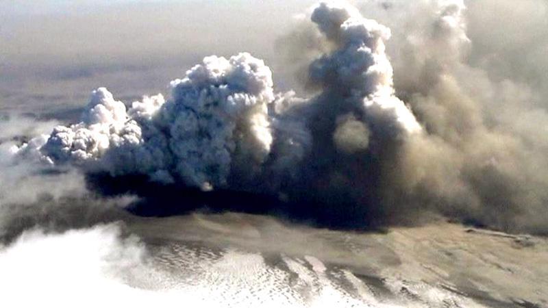 Oblak prachu ze sopky Grímsvötn