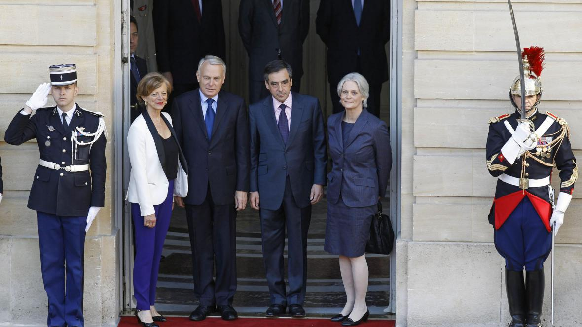 Francois Fillon a Jean-Marc Ayrault s manželkami