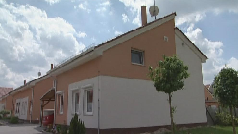 Dům manželů Schwartzových má novou střechu. Do původní zatékalo