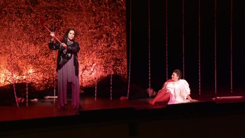 Závěrečná scéna opery Elektra