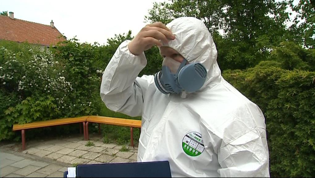 Neviditelná vlákna dráždí dýchací cesty a způsobují potíže alergikům