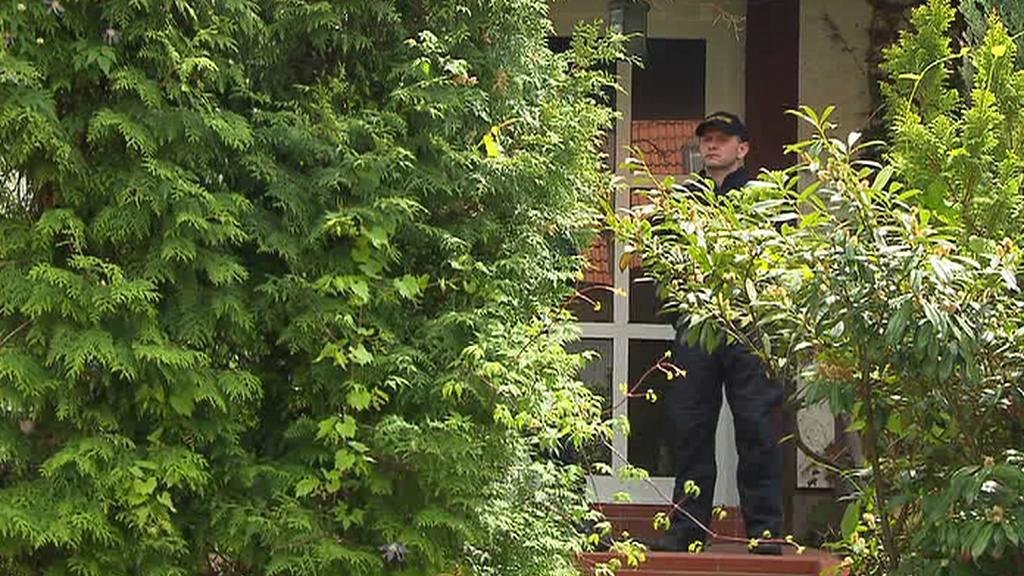 Policista u dveří Rathova domu