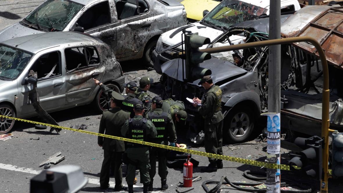 Následky atentátu na exministra Fernanda Londoña v Bogotě