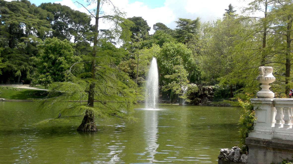 Jezero v parku Retiro