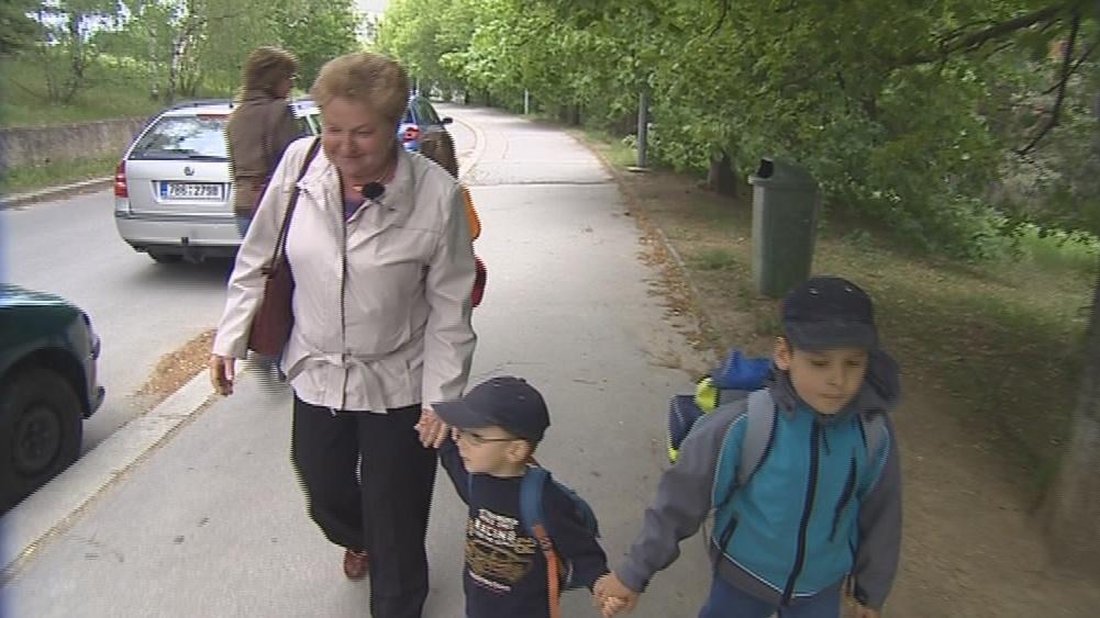 Náhradní babička pomáhá rodičům s dětmi