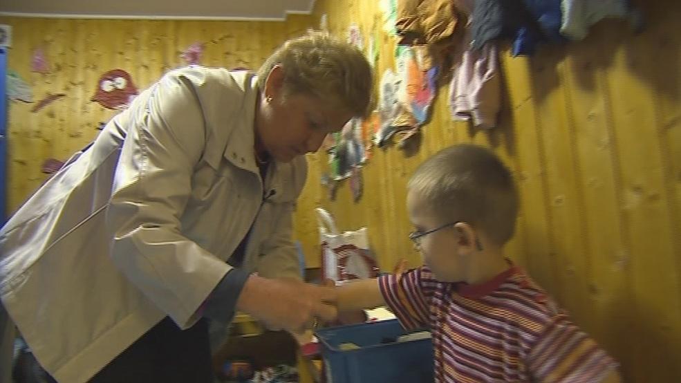 Náhradní babička vyzvedává děti ze školky