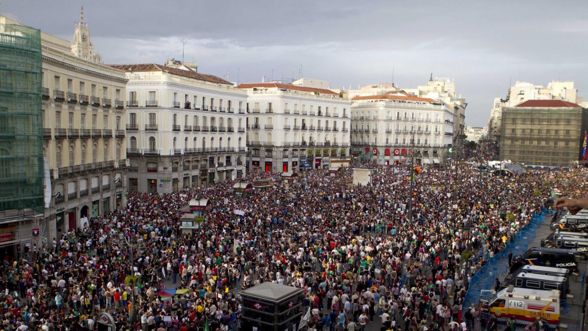 Demonstrace na náměstí  Puerta del Sol