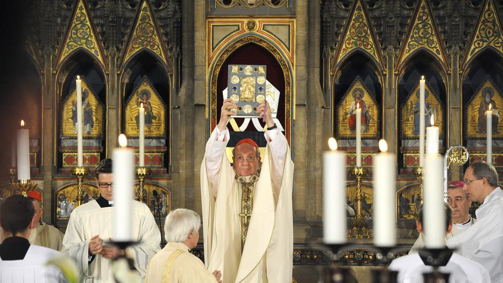 Mše k 450. výročí obnovení pražského arcibiskupství