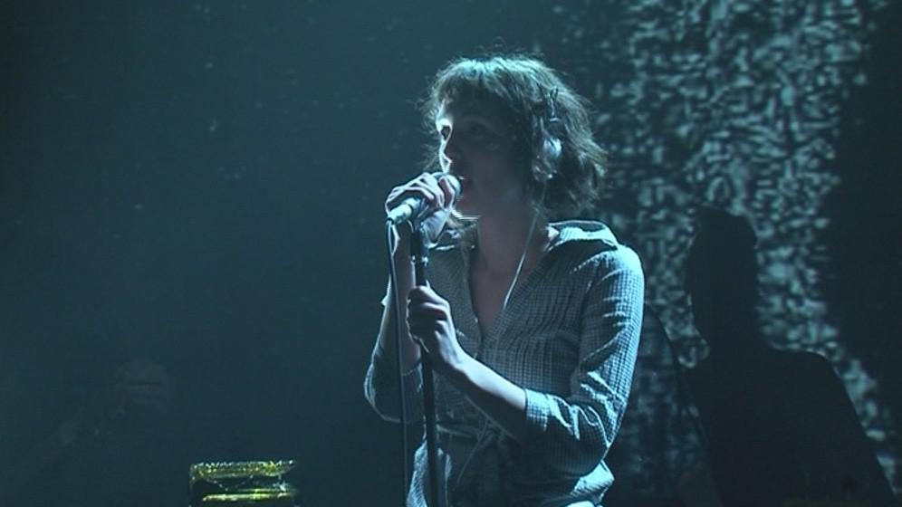 Na Flédě vyhlásila minutu ticha zpěvačka kapely Photolab