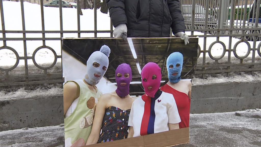 Demonstrace za propuštění členek kapely Pussy Riot