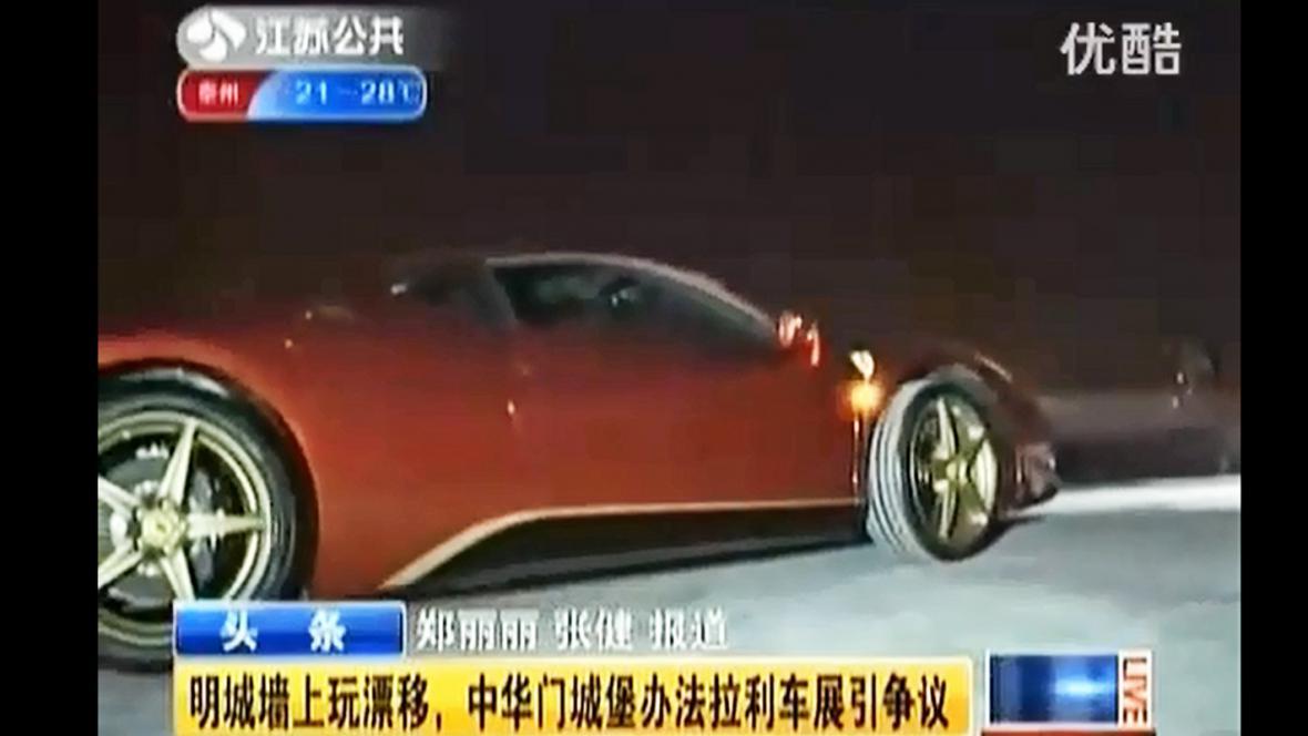 Ferrari poškodilo opevnění v Nankingu