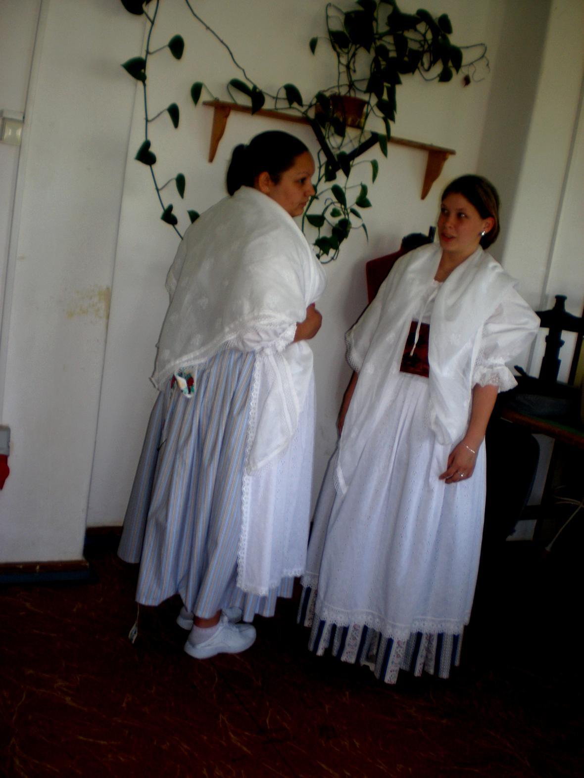 Kroje pro vesnické minimuzeum v Košticích