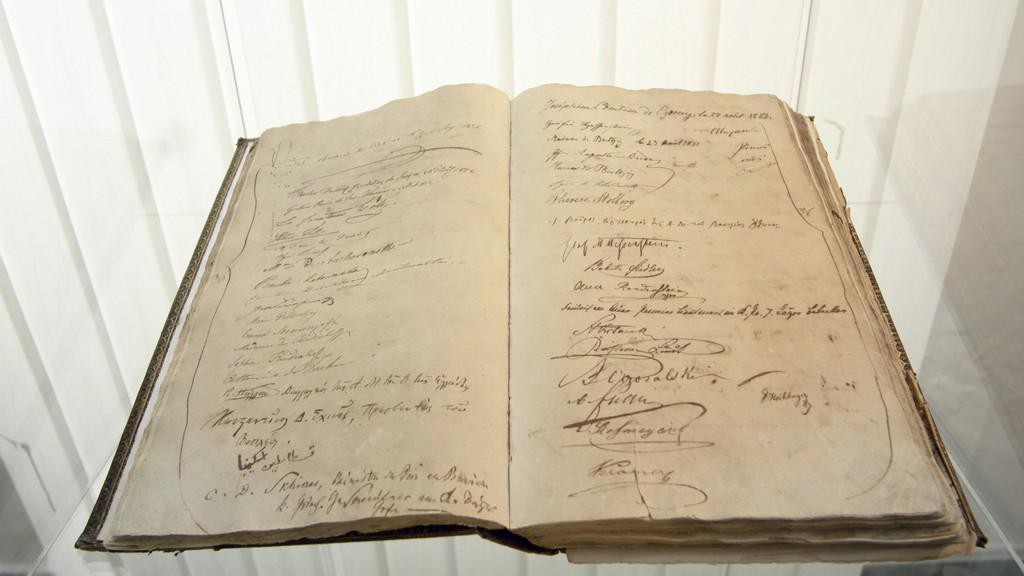 Kniha hostů z poloviny 19. století se zápisem řeckého krále Otty I.