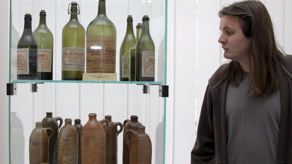 Kameninové a skleněné exportní lahve Kysibelky (19. st.)