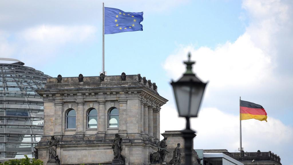 Vlajky nad Říšským sněmem v Berlíně