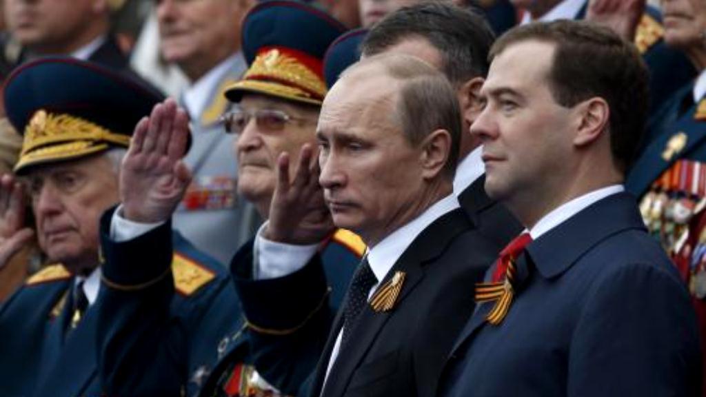 Putin a Medvěděv při oslavách v Rusku