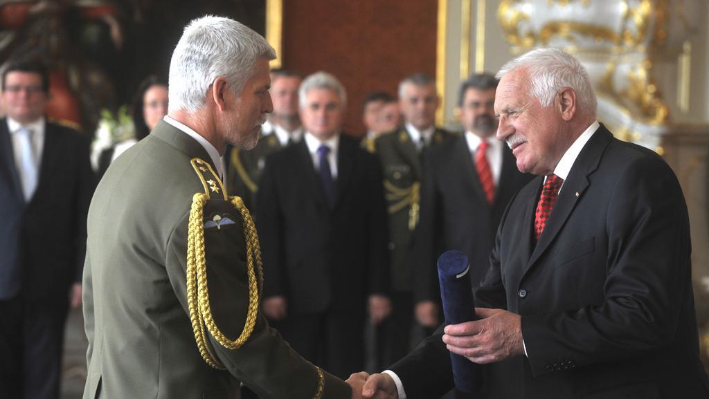 Prezident uděluje generálskou hodnost Petru Pavlovi