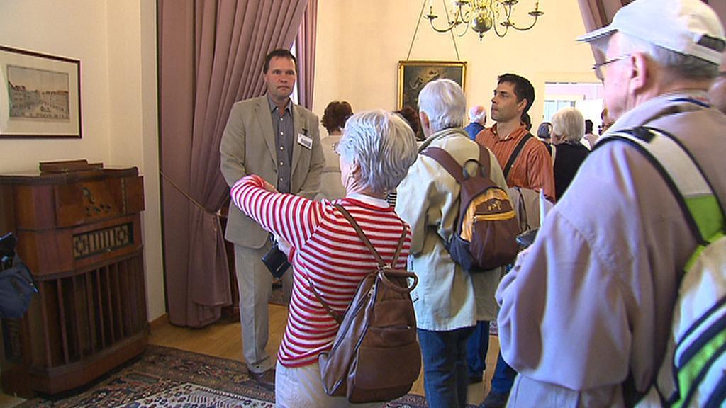 Návštěvníci v Černínském paláci