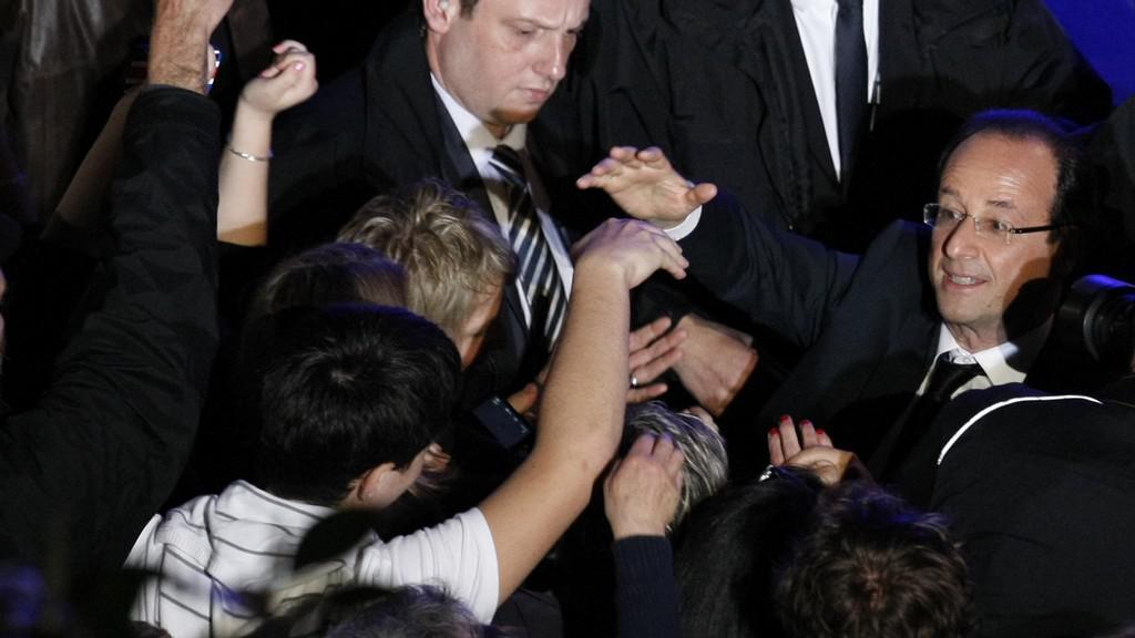 François Hollande v davu svých příznivců v Tulle