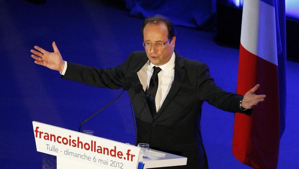 Nově zvolený prezident François Hollande při projevu v Tulle