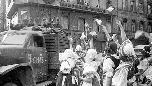 Rusové přijeli 9. května do Prahy