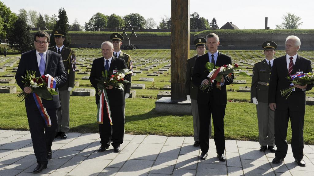 Ministři obrany V4 v Terezíně