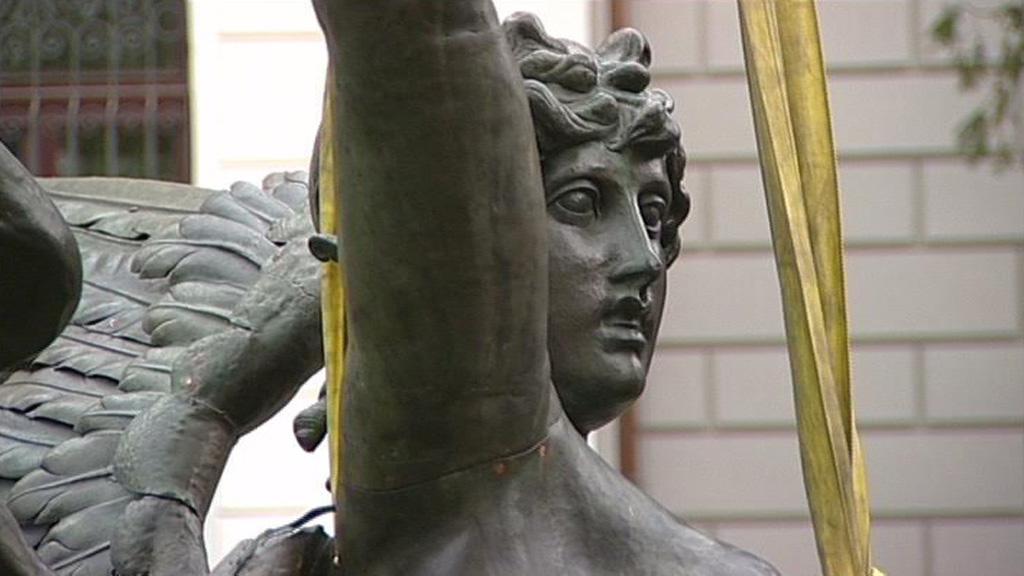 Génius, socha v antickém stylu