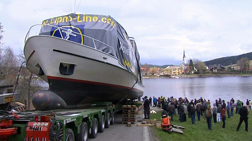 Přeprava lodi na Lipno