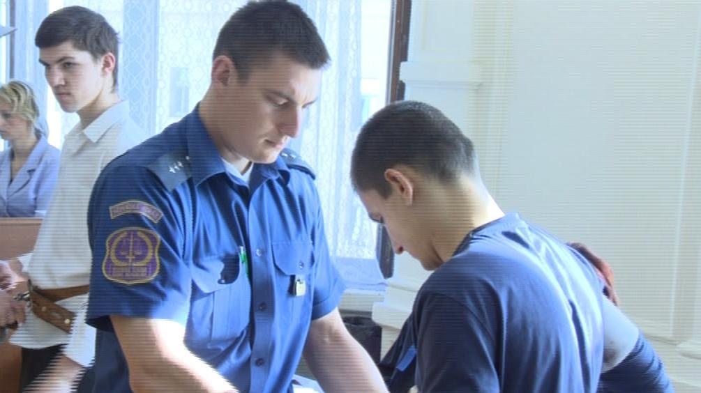 Dva dvaadvacetiletí mladíci muže bezdůvodně surově napadli