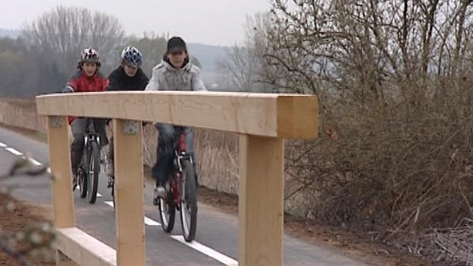 Cyklostezka vede po bývalé železniční trati