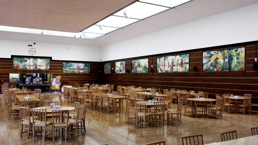 Kantýna vyzdobená díly Edvarda Muncha